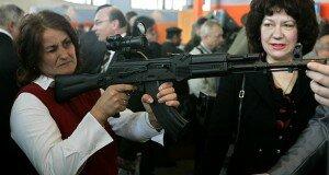 Игра «от обороны». Как власть отвлекает беларусов от проблем в экономике угрозой войны