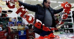 Скромный Новый год. Как беларусы планируют сэкономить на подарках и салатах