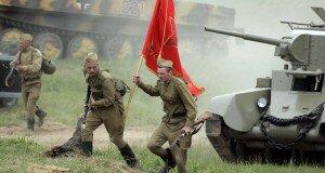 Лживые символы Победы: георгиевская ленточка, красно-зеленые «цветы» и «линия Сталина»